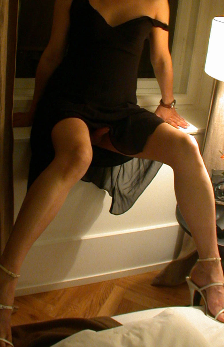 Trap in black dress
