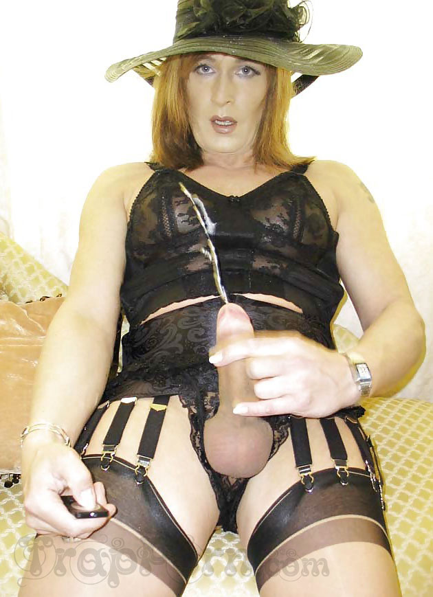 Selfie of cumming crossdresser